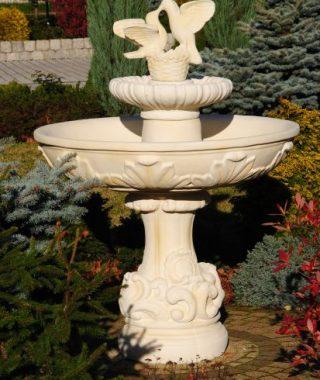 Fontanny - fontanna roma z gol¦ůbkami